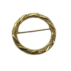 Crown Trifari Goldtone Brooch Pin Circle Vtg